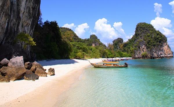Hong Island is located in Than Bokkhorani National Marine Park, Krabi *** Local Caption *** เกาะห้อง อยู่ในเขตอุทยานแห่งชาติธารโบกขรณี จังหวัดกระบี่
